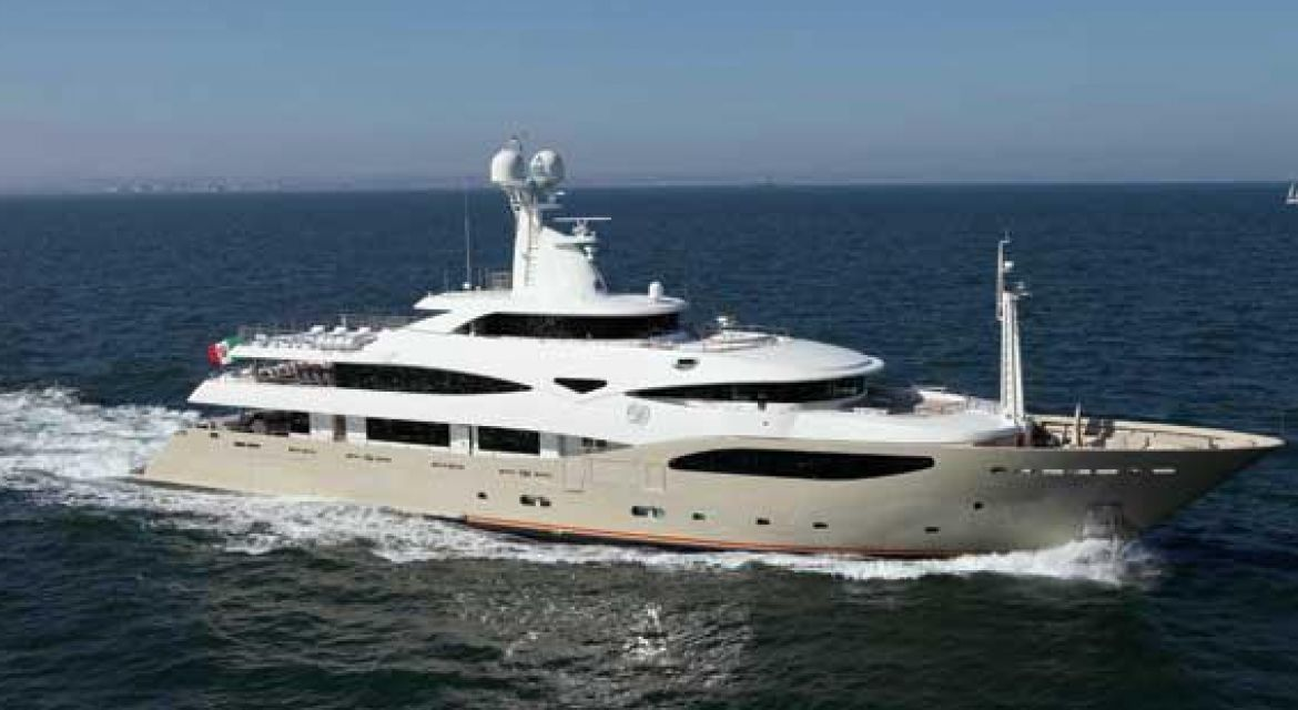 1|Motor Yacht LIght Holic for charter